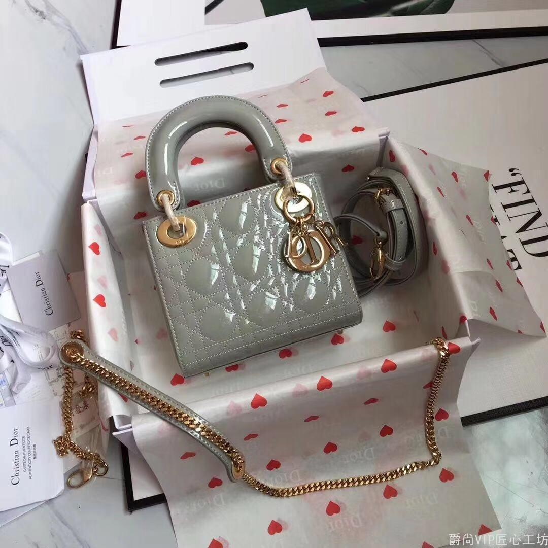 3格Dior.Lady 灰色漆皮袖珍手提包, 尺寸:17x15x7cm