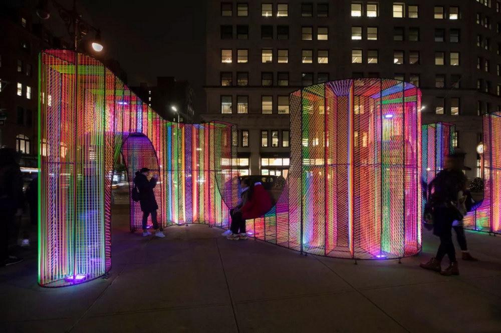 建筑工作室hou de sousa最新彩虹燈光裝置作品Ziggy _ 2019年Flatiron Public Pl.jpg