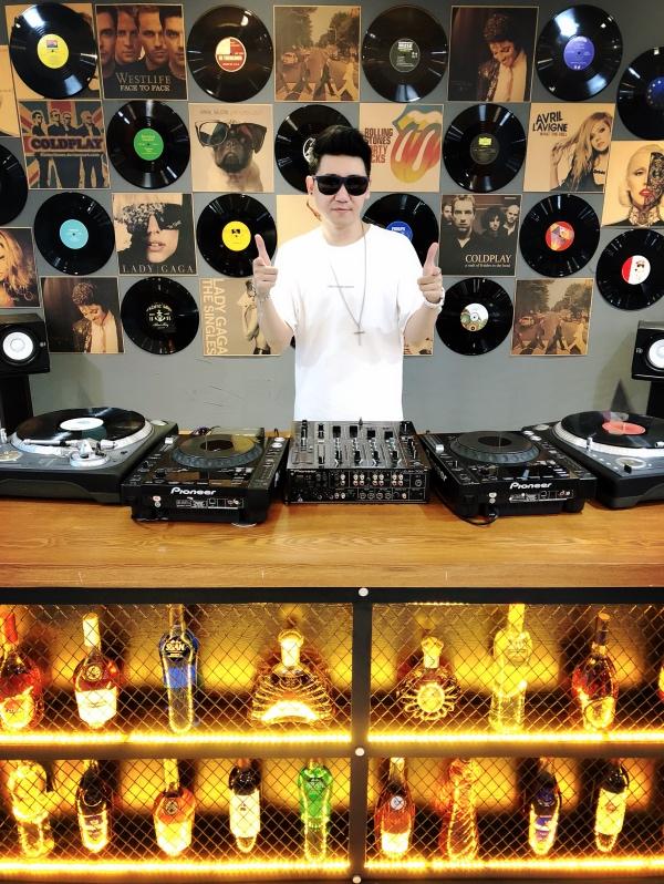 DJ打碟区