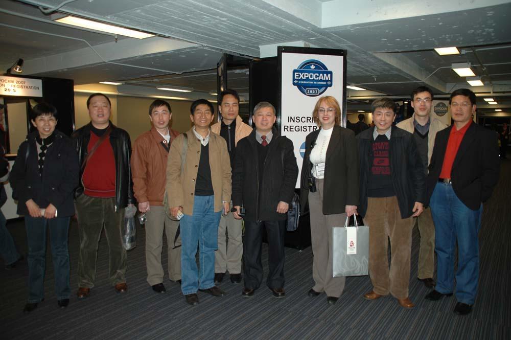 2007年加拿大卡车展团员与主办人员合影1