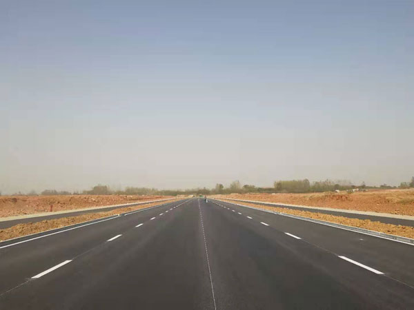 滁州市银山路道路标线施工