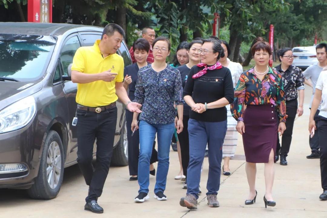 自治区妇联一级巡视员陈映红到合天宝龙食品开展调研工作
